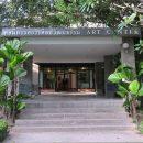 หอนิทรรศการศิลปวัฒนธรรม มหาวิทยาลัยเชียงใหม่ หอศิลป์ มช. เลขที่ 329 ถนน นิมมานเหมินทร์ ต.สุเทพ อ.เมืองเชียงใหม่ จ.เชียงใหม่ 50200 โดยมีเจตนารมณ์ที่จะให้หอนิทรรศการศิลปวัฒนธรรม จัดตั้งขึ้นในส่วนภูมิภาค เพื่อเป็นศูนย์กลางของการดำเนินกิจกรรมที่เกี่ยวกับศิลปวัฒนธรรมในท้องถิ่นภาคเหนือ